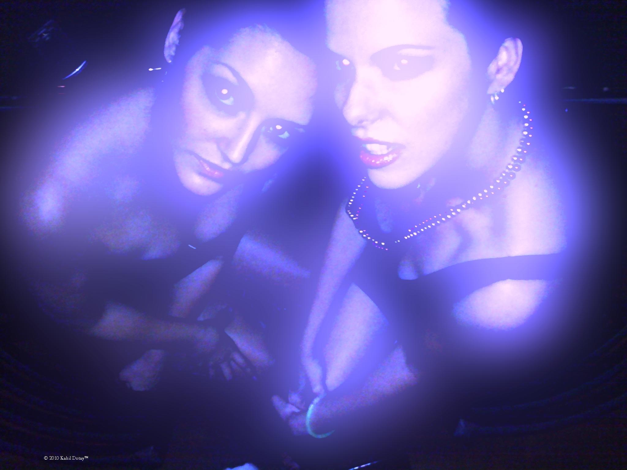 Stephanie & Krystal vampires 92234blue_x